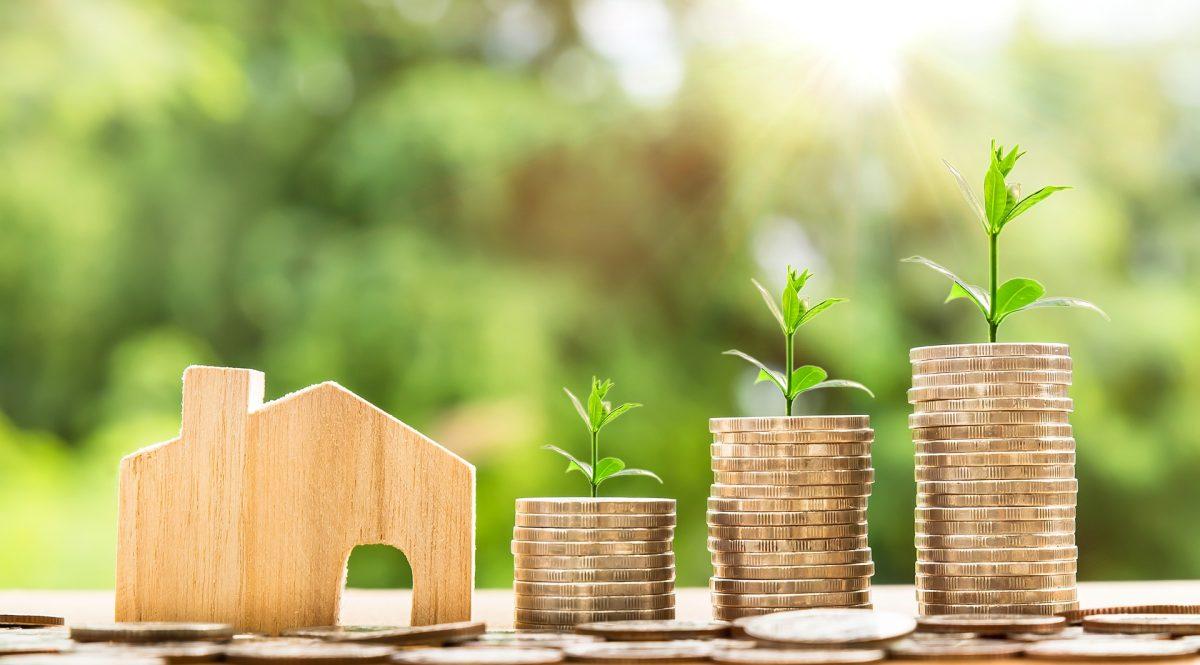 Ar ko atšķiras bankas no mazajiem aizdevējiem?